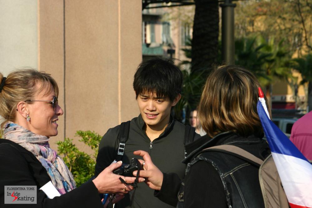 Takahiko Kozuka, surrounded by fans (Nice, 2012)