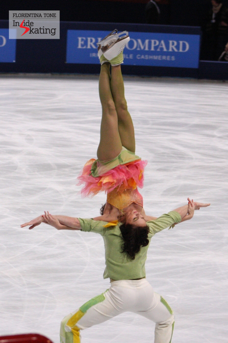 Nathalie Pechalat and Fabian Bourzat, performing a very difficult lift during their free dance