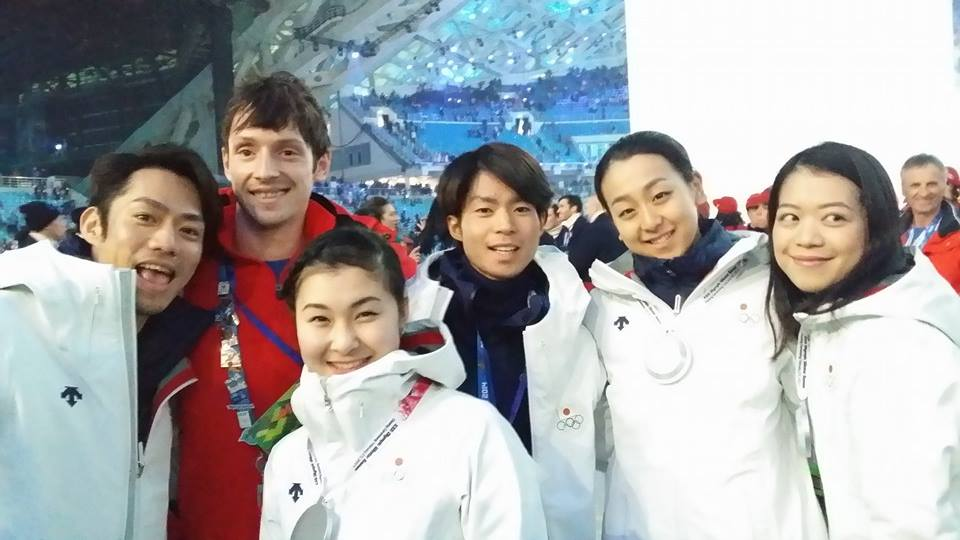 """""""Team Japan... Wow!"""", wrote Zoli as a caption for this picture he published on his facebook account during the closing ceremony of the Olympic Games in Sochi. The Romanian skater, alongside Daisuke Takahashi, Kanako Murakami, Tatsuki Machida, Mao Asada and Akiko Suzuki (Photo: personal archive of Zoltan Kelemen)"""
