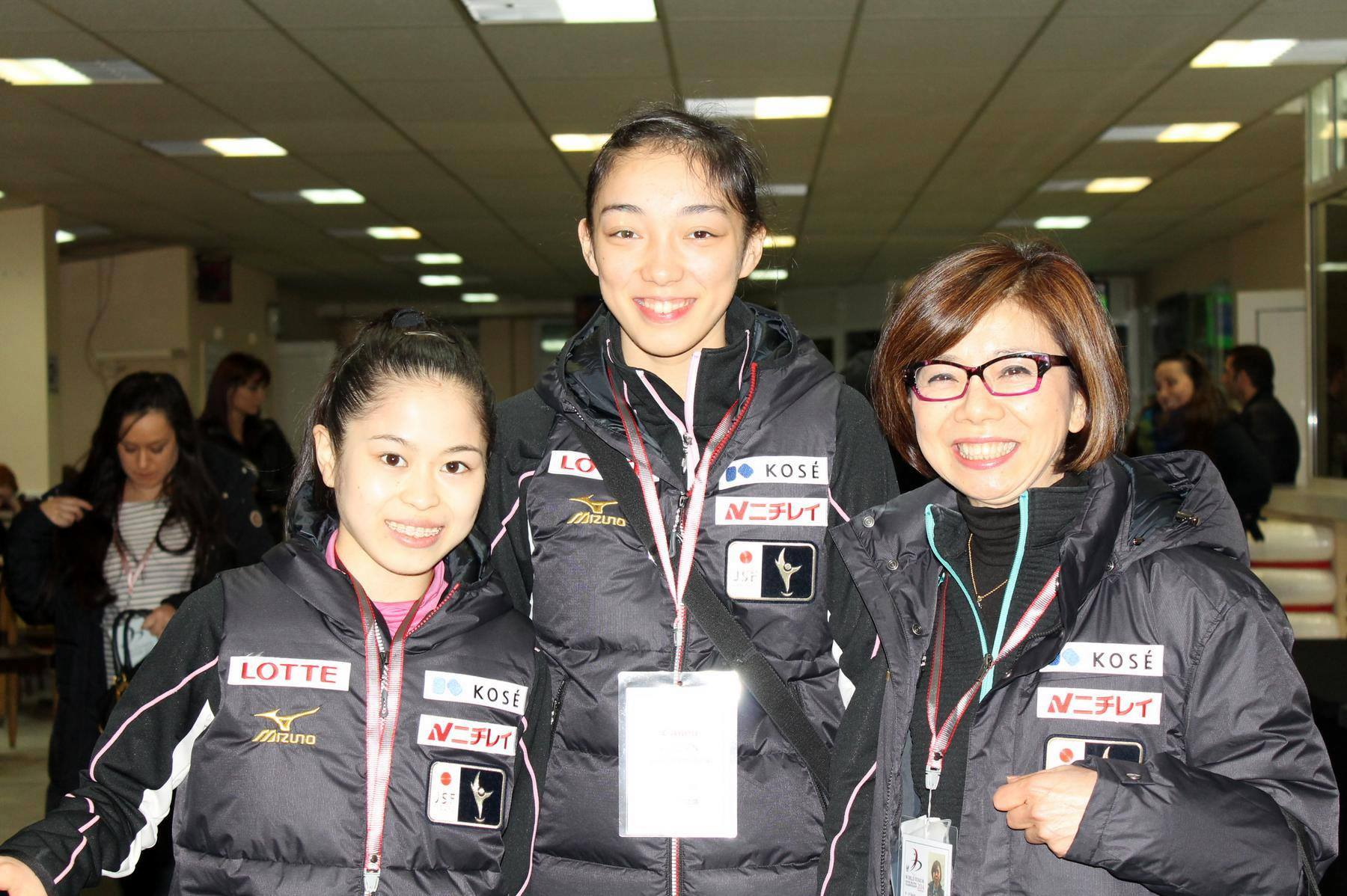 Satoko Miyahara (left) in Sofia, at the Junior Worlds (Photo: Andriana Andreeva)