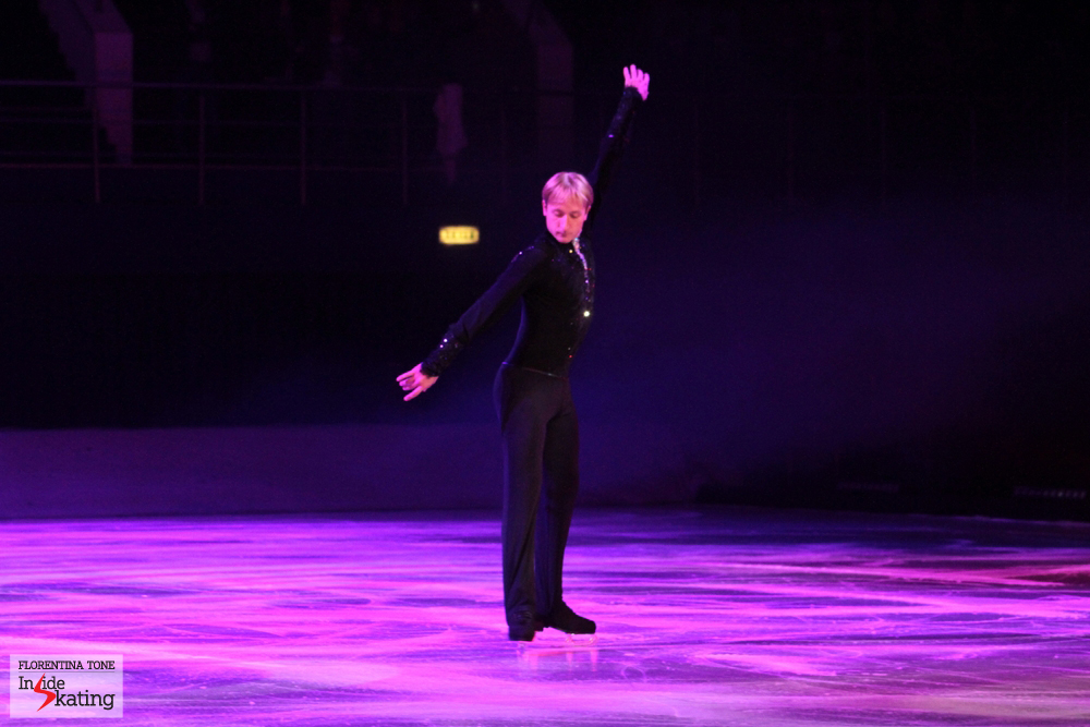 "Let's raise the curtain: the show is about to begin! The King himself takes the ice, skating his first program in the gala, ""Storm"""
