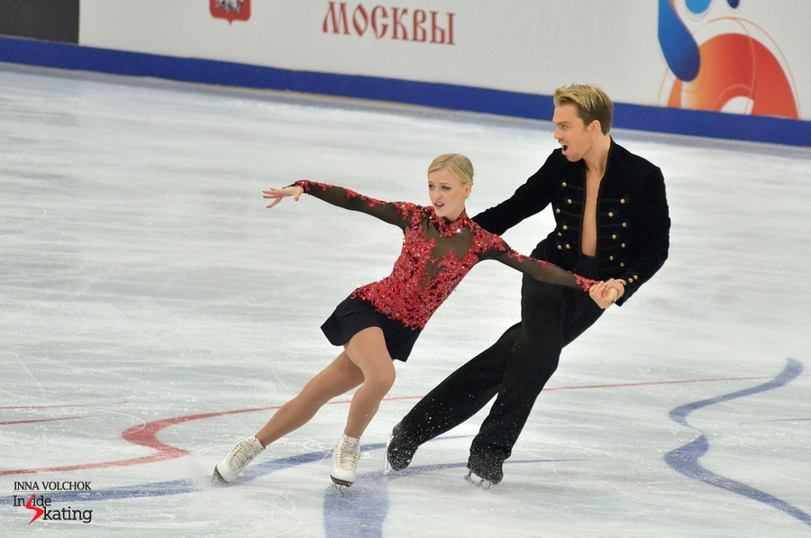 Penny Coomes and Nicholas Buckland skating their short dance in Moscow
