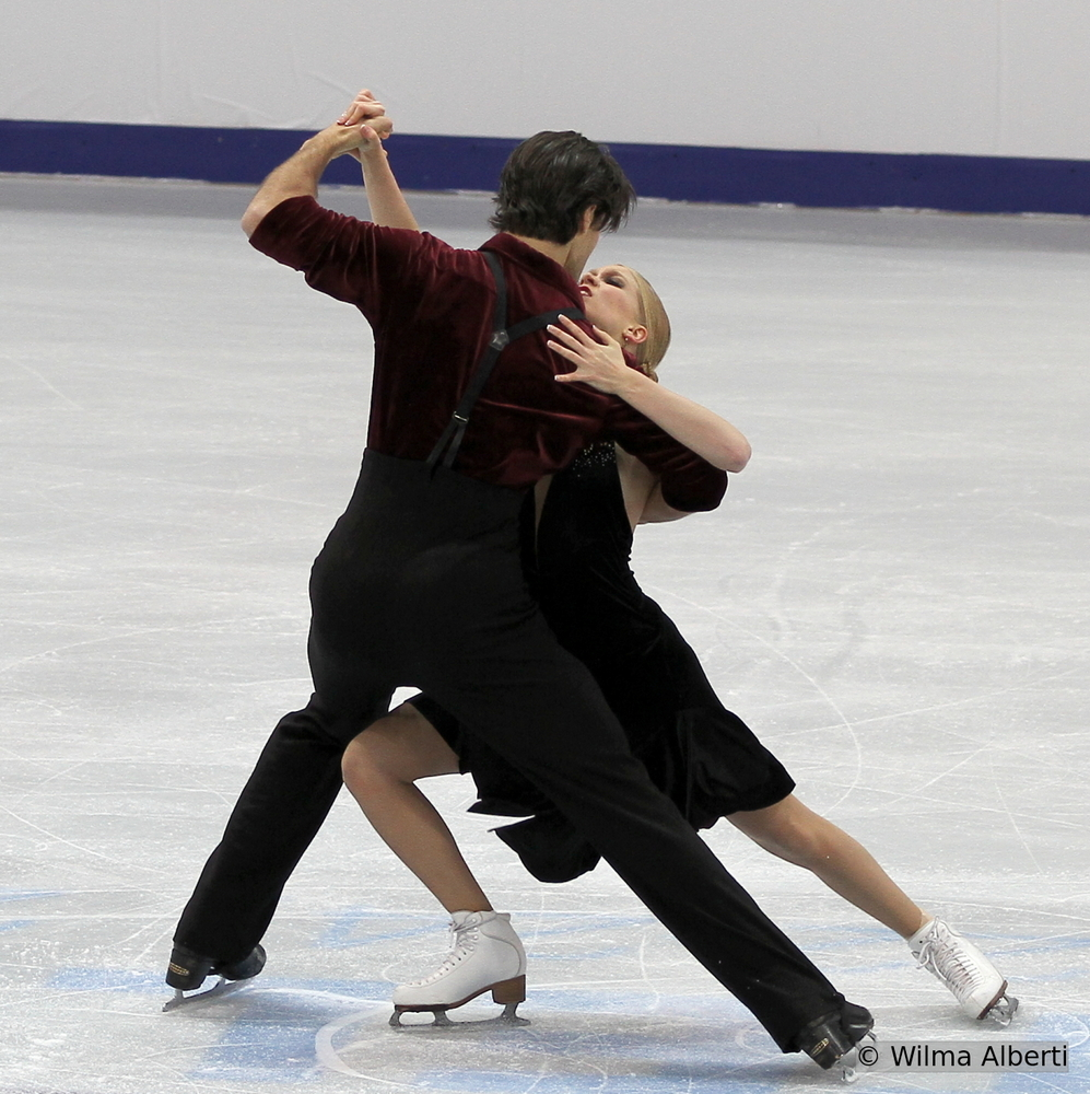 Kaitlyn Weaver and Andrew Poje (here in Moscow, at 2013 Rostelecom Cup) are definitely targeting the World gold medal in Shanghai; the Canadians started their season with a gold medal in Kelowna, at Skate Canada International (photo courtesy of Wilma Alberti)