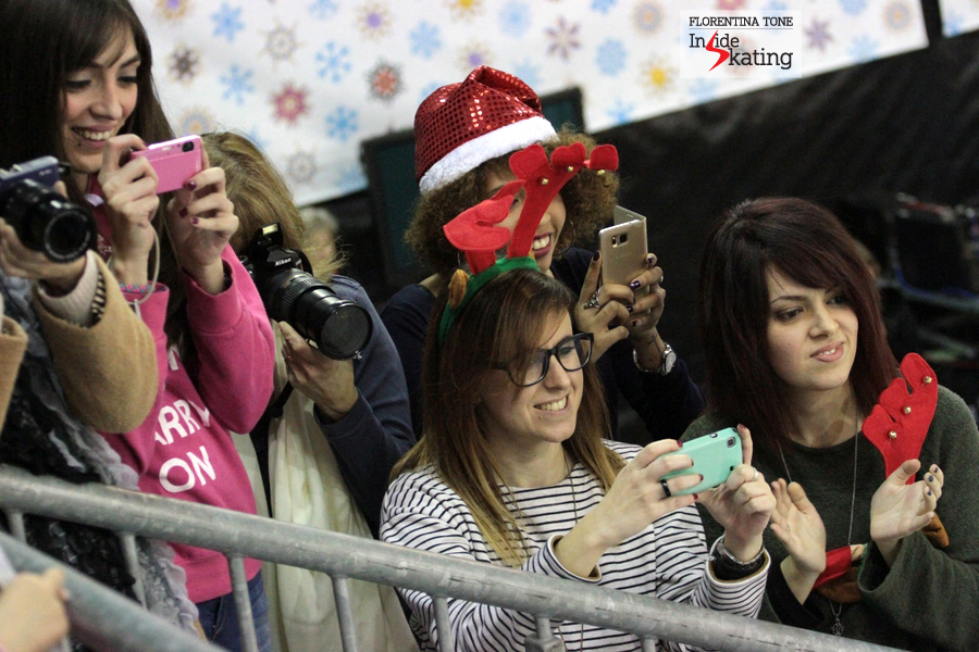 Fans of Yuzuru Hanyu taking pictures of him in the Kiss and Cry