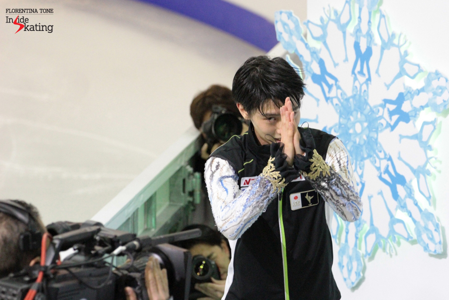 The public loves the result - and Yuzuru Hanyu turns to every part of the arena to show his gratitude; and gives too a round of applause to the enthusiastic audience