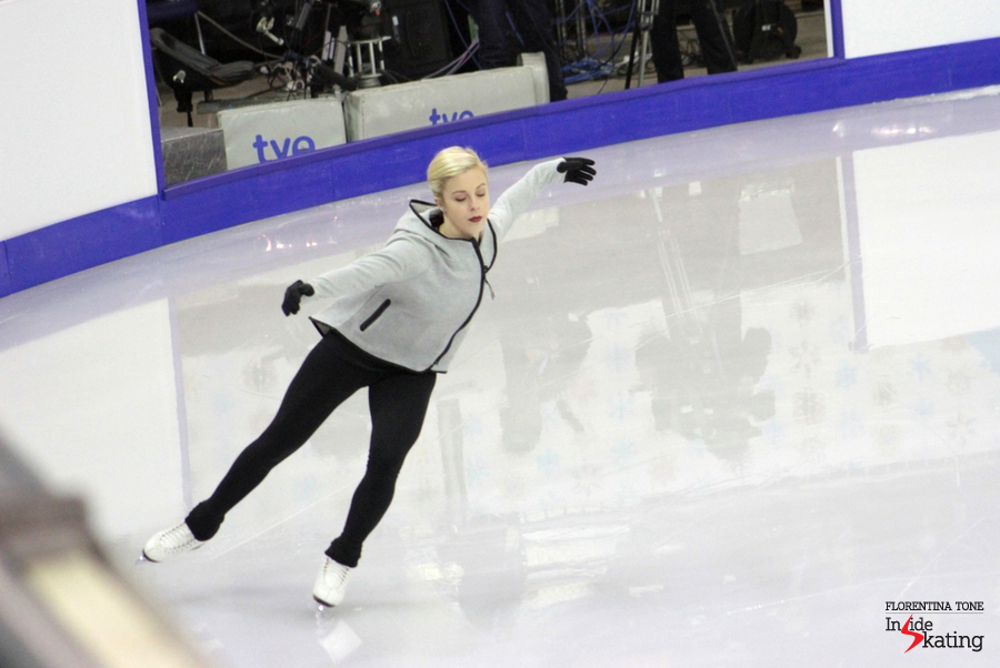 After Gracie Gold withdrew due to a stress fracture, Ashley Wagner remained the only American representative in the ladies' event at 2014 GPF