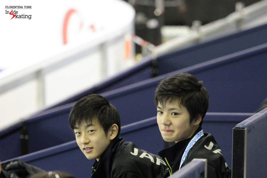 The Japanese Shoma Uno, making funny faces, alongside his colleague Sota Yamamoto; they both compete in the (junior) men's event in Barcelona