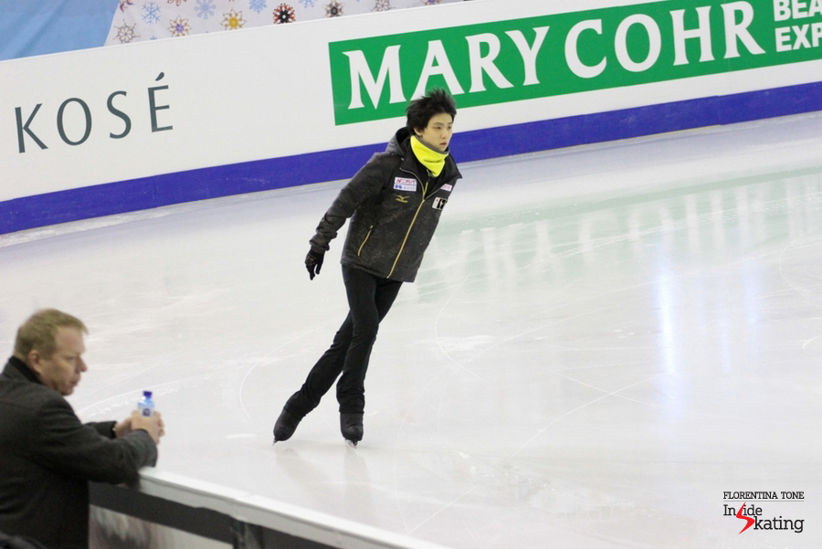Yuzuru Hanyu takes the ice for the practice