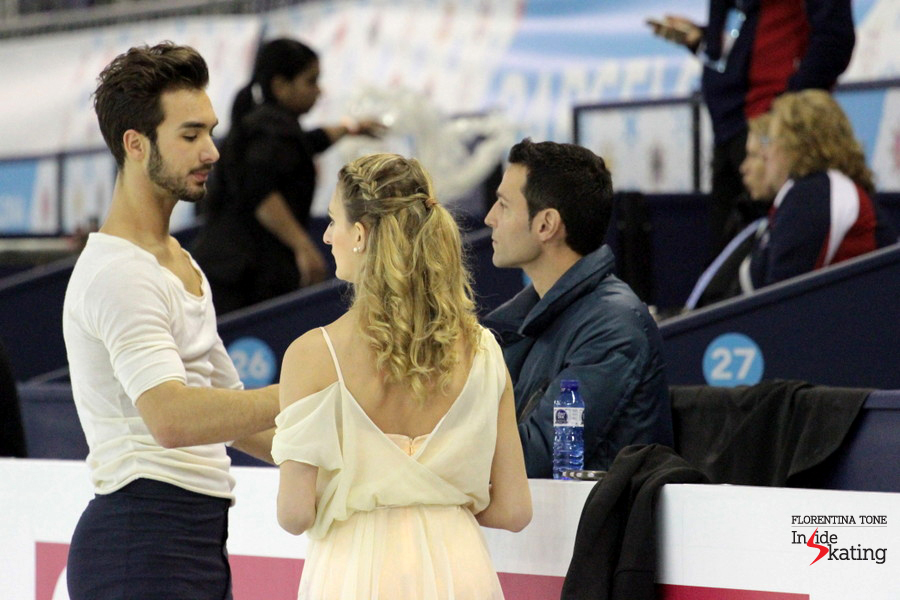 Gabriella and Guillaume, alongside coach Romain Haguenauer, in Barcelona, during practice
