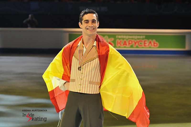 The proud winner of the golden medal, wearing the Spanish flag as if it were a royal mantle