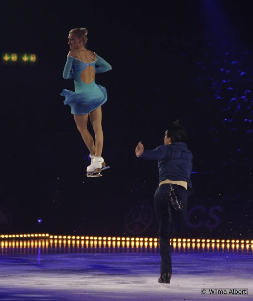 "Tatiana Volosozhar and Maxim Trankov skating to Nelly Furtado singing ""Stars"""