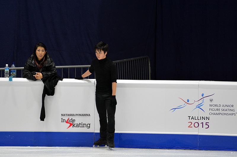 Shoma Uno, alongside coach Mihoko Higuchi
