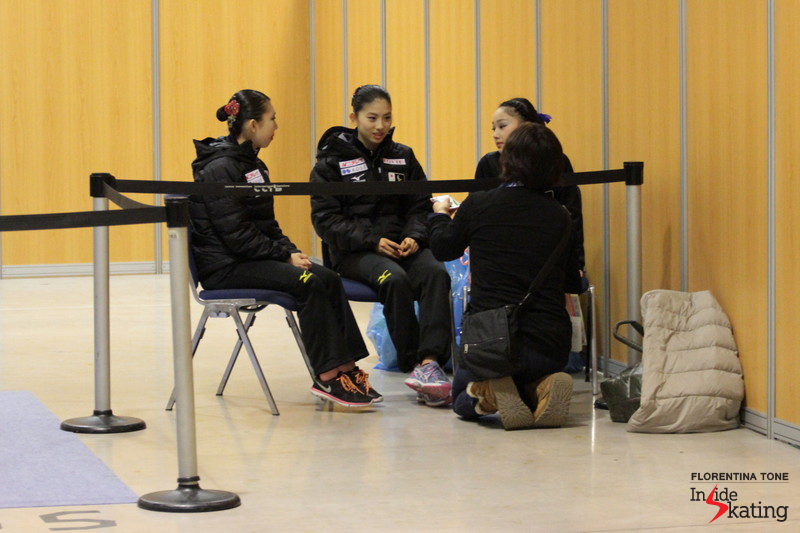 A little chit-chat between teammates: the Japanese ladies in Barcelona, at JGPF