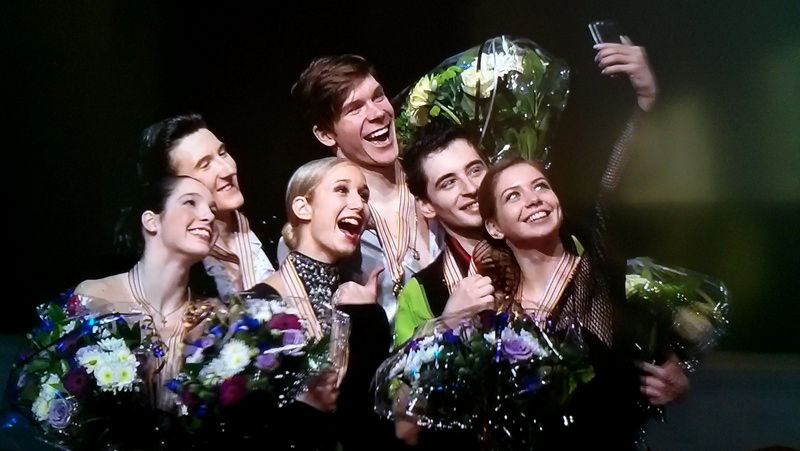 The winners' selfie has already become a tradition; here they are, the medalists of the ice dancing event in Tallinn: Lorraine McNamara and Quinn Carpenter (silver), Anna Yanovskaya and Sergey Mozgov (gold), Alexandra Nazarova and Maxim Nikitin (bronze)