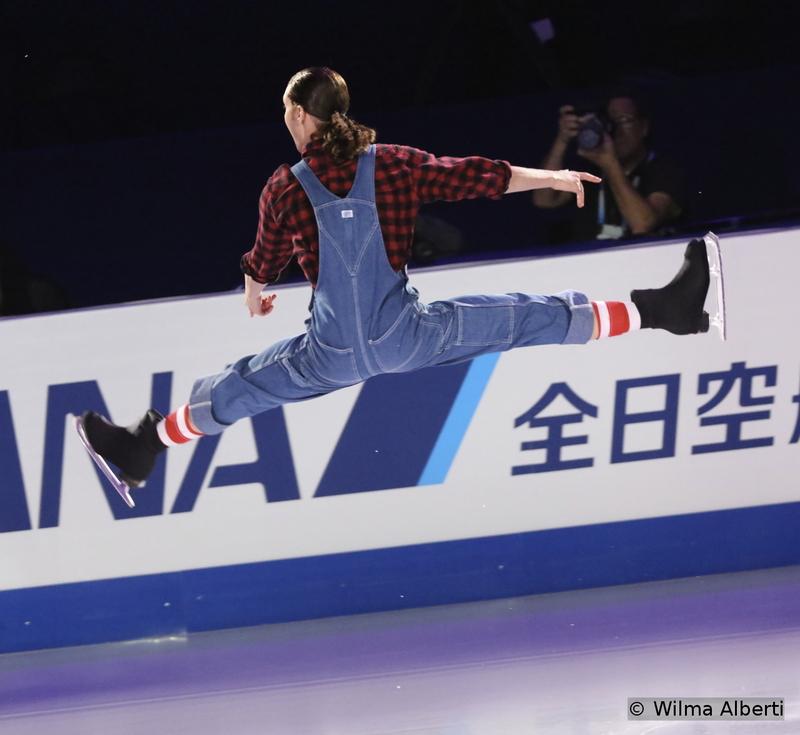 A perfect split jump