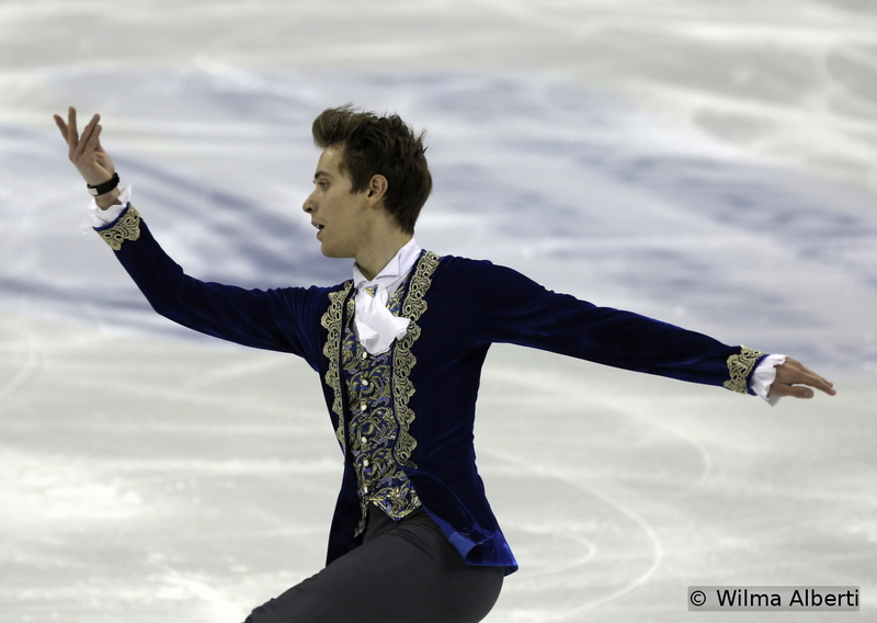 Allow me to hand Michal Brezina a prize for the most gorgeous suit in the men's event last season. Of course, the Worlds in Shanghai hasn't been the best moment of his career (quite on the contrary, I might add; he finished the competition on the 15th place overall), but still he is a joy to watch; and though the results are not really proving it, Michal's progress during the last couple of years is undeniable