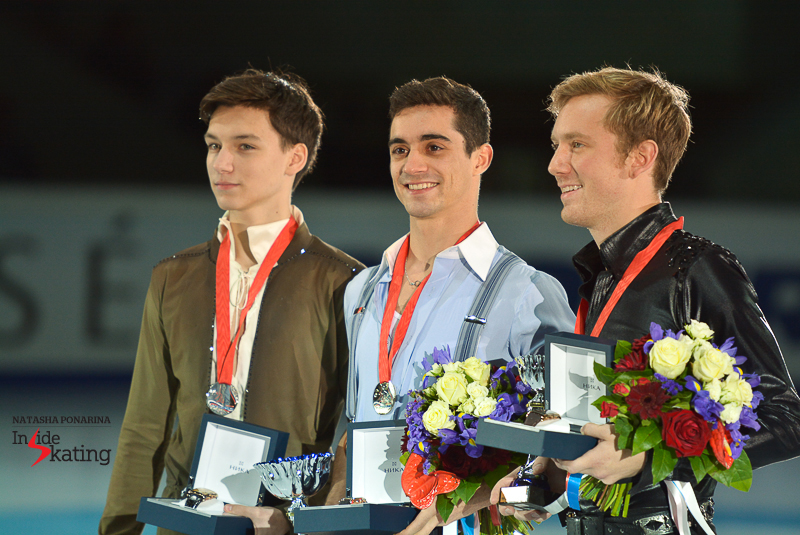 After the gold at Cup of China, the Spaniard did it again in Moscow - and enters the Grand Prix Final in Barcelona with two victories in the GP circuit; here he is, surrounded by the other two medalists at Rostelecom Cup: Russia's Adian Pitkeev (silver) and America's Ross Miner (bronze)
