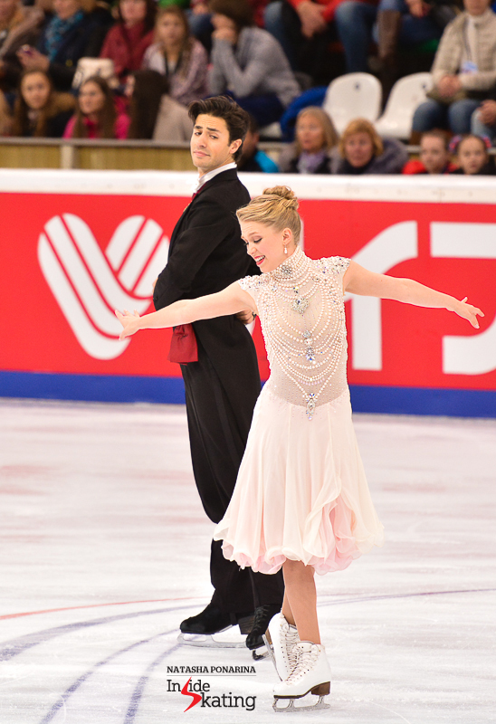 Kaitlyn Weaver and Andrew Poje looking like royalties at the beginning of their Strauss short dance in Moscow, at 2015 Rostelecom Cup