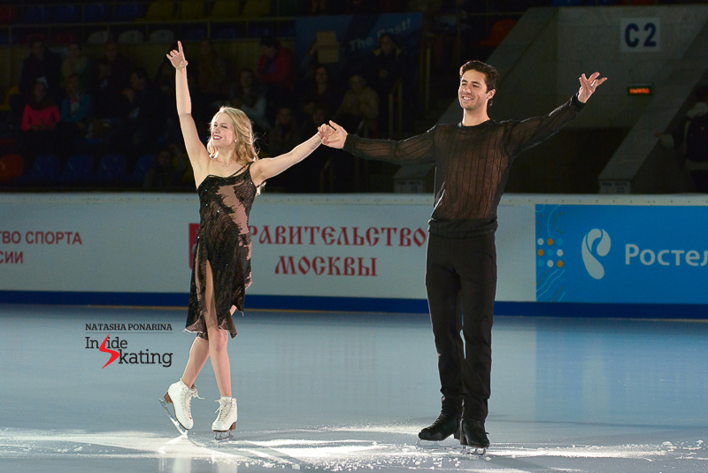 Kaitlyn Weaver Andrew Poje medals ceremony 2015 Rostelecom Cup (1)
