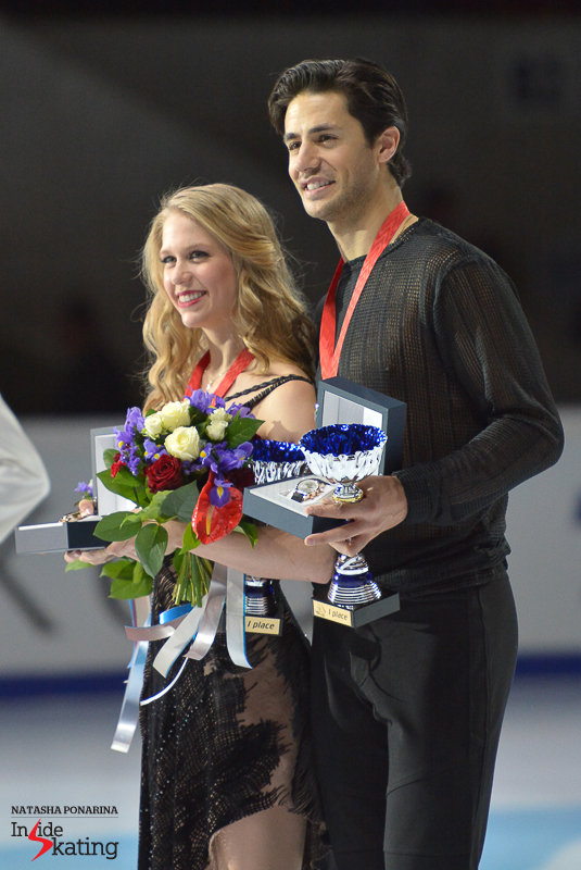 Kaitlyn Weaver Andrew Poje medals ceremony 2015 Rostelecom Cup (10)