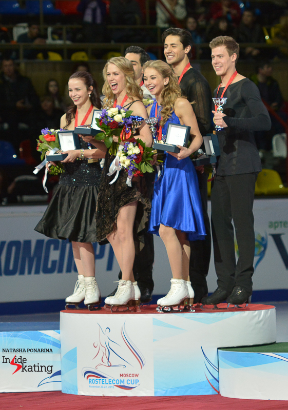 Kaitlyn Weaver Andrew Poje medals ceremony 2015 Rostelecom Cup (8)