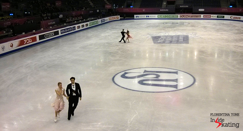 Photo no. 1 in CCIB arena, taken with the phone (as many other in this recap); though blurry and fuzzy, you can still see the sparkles on Kaitlyn's dress. Plus: being the first picture taken at 2015 GPF, it encapsulates all my enthusiasm...