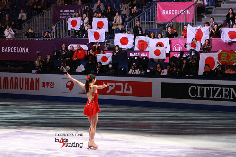 Marin Honda, bronze medalist in the junior ladies' event, thanking the audience