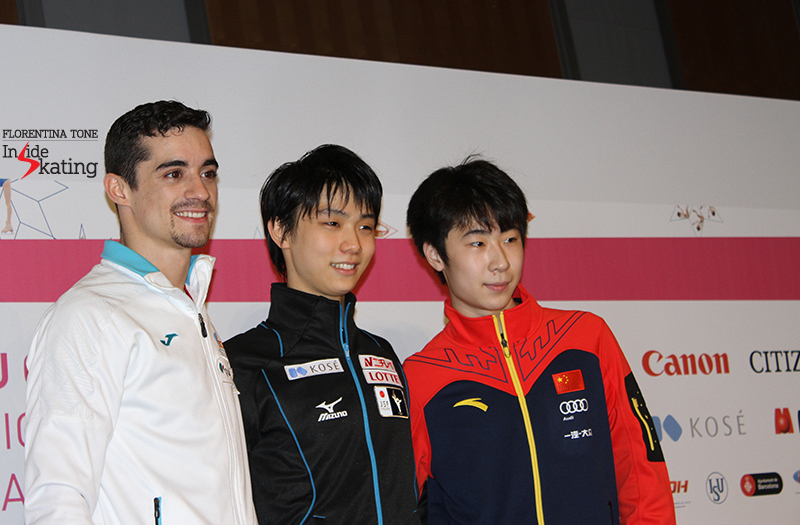 Javier Fernández (2), Yuzuru Hanyu (1) and Boyang Jin (3) at the beginning of the press conference after the short program
