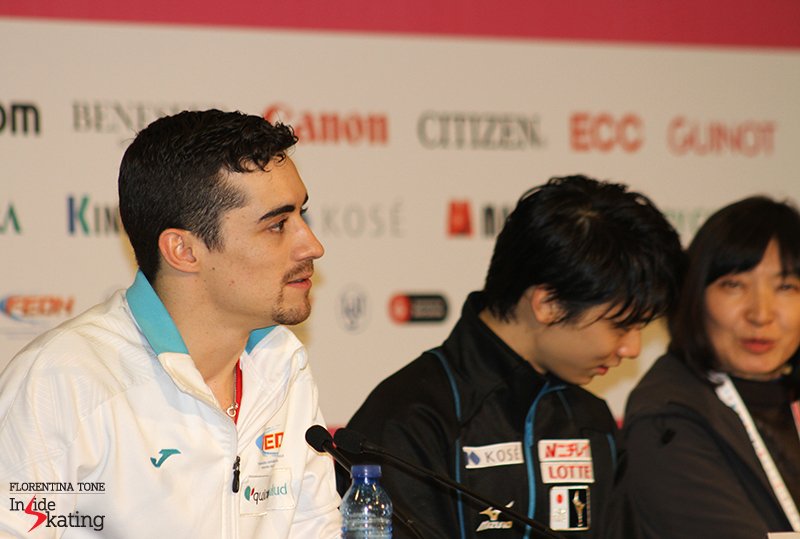 Yuzuru doesn't want to miss anything from Javier's words, so he gets an immediate translation of the Spaniard's answers