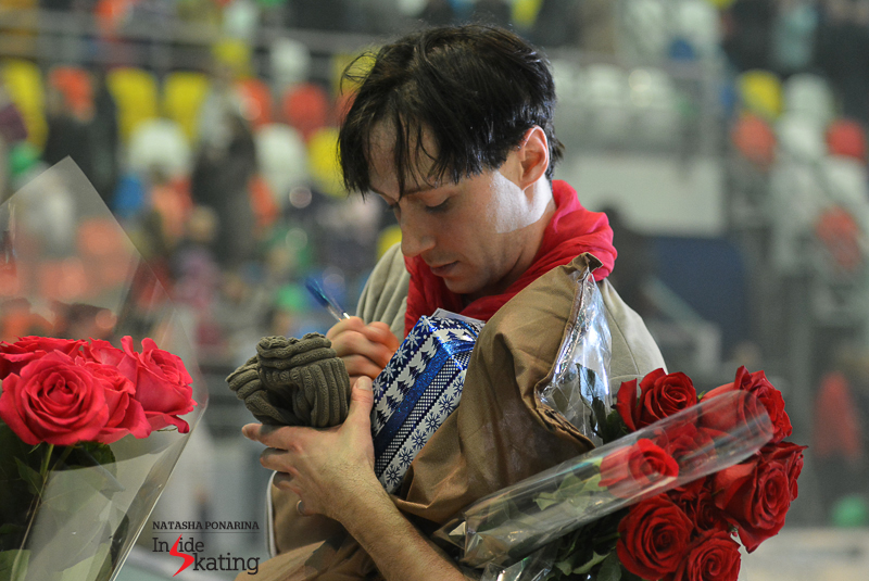 "Red roses surrounding Johnny at the end of a ""Snow King 2"" performance in Moscow. He surely loves Russia - and Russia loves him back"