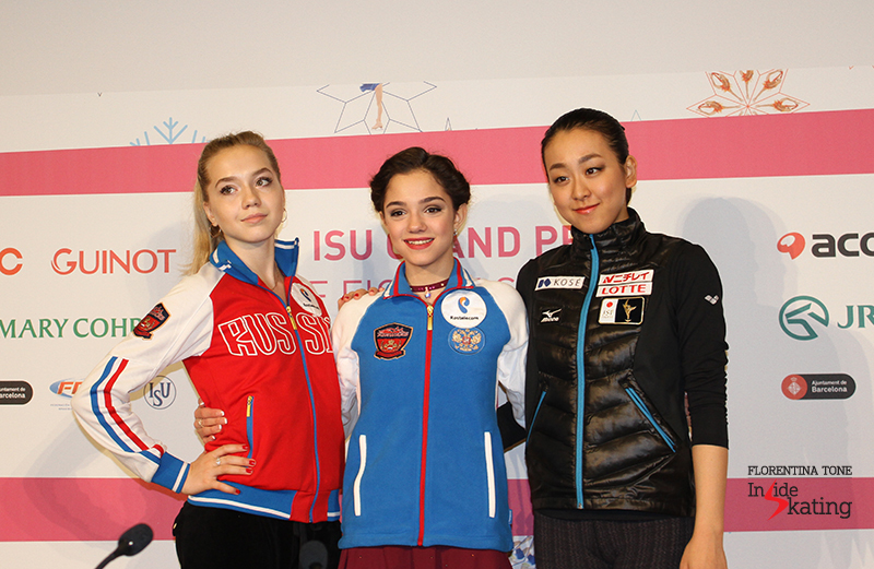 Late as it is, the ladies patiently smile to the photographers in the room, for the official picture(s) of the Top 3 skaters after SP