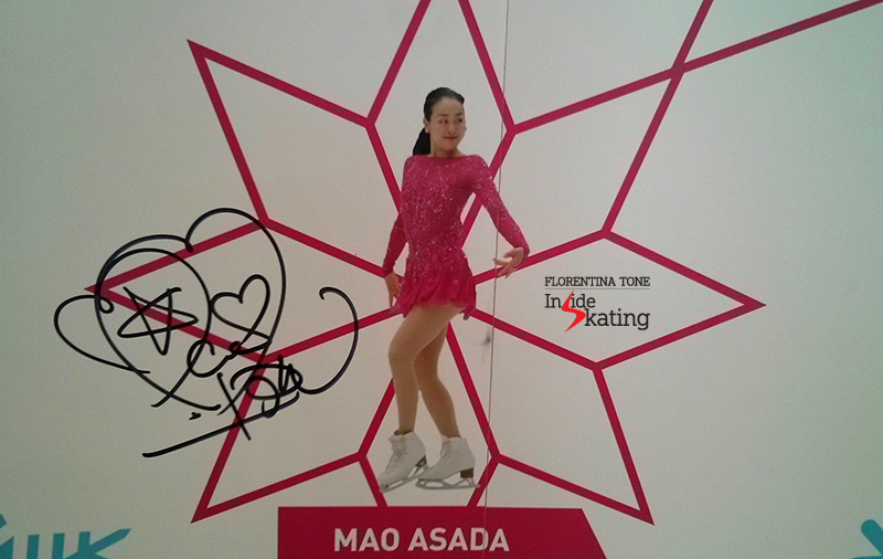 Mao's picture and autograph, hearts and star included, on The Wall of the Stars (El Muro de las Estrellas) in CCIB arena;  by the end of the competition, the photo will be surrounded by tens of messages from the fans