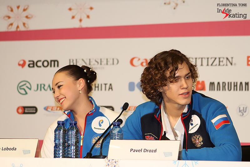 Joyful glimpse from the press conference after the free dance