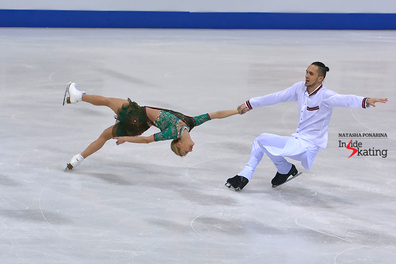 Tatiana Volosozhar and Maxim Trankov doing a death spiral in Bratislava, at 2016 Europeans