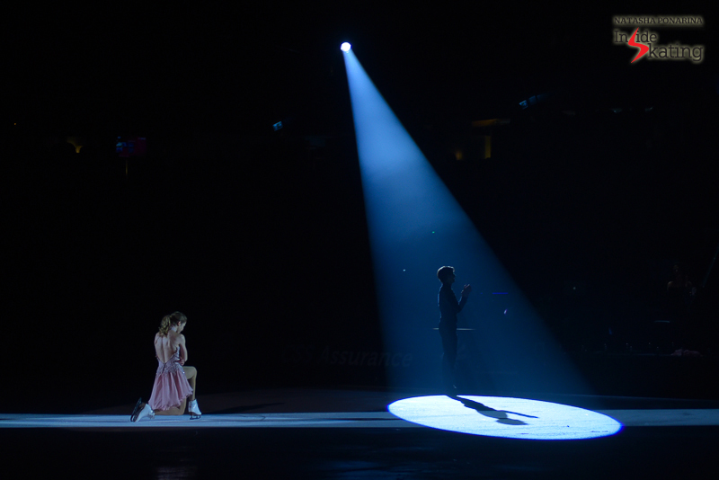 The two of them in the darkness, at the end of a truly emotional performance