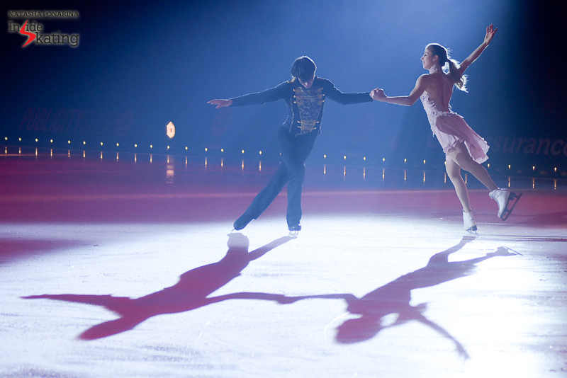 The (now) famous pas de deux, in the half-light of the arena