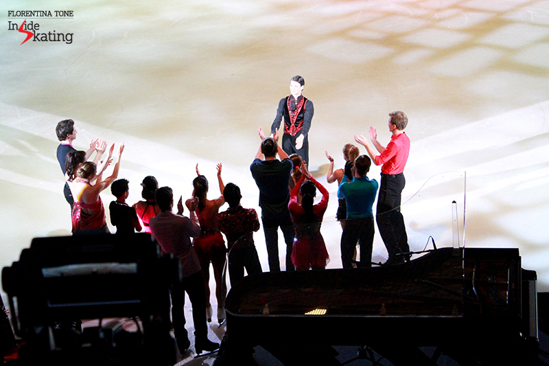 25 Hands in the air for Stephane Lambiel 2016 Ice Legends (1)