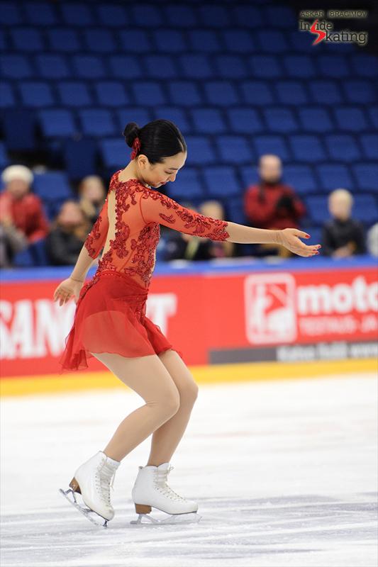 Mao Asada medals ceremony 2016 Finlandia Trophy (2)