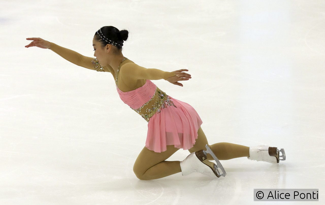 For the long program, Wakaba turned to classical music – as her outfit points out, she embodies Scheherazade, as it was imagined by composer Nikolai Rimsky-Korsakov in his symphonic suite. The program was choreographed by Massimo Scali.