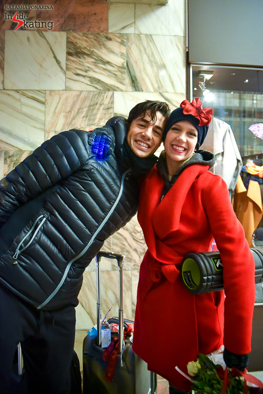 Moscow's atmosphere surely fits these two: Kaitlyn Weaver and Andrew Poje have just entered the hotel after gala, luggage, smiles, flowers and all – they'll run to change into their party costumes end enjoy the last act of Rostelecom Cup.