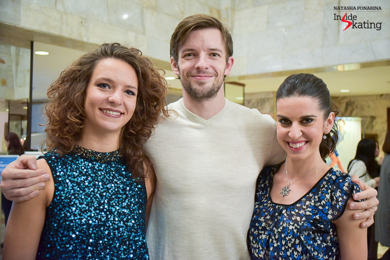 A proud Ondrej Hotarek, surrounded by Roberta Rodeghiero and Valentina Marchei
