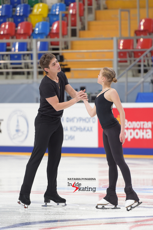 Less than two hours later, the pairs took the ice for their practice - here you have Goda and Nikita...