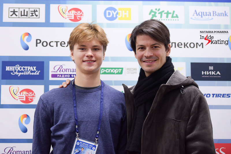 Deniss and Stéphane proudly presenting one another, at the end of men's SP draw in Moscow