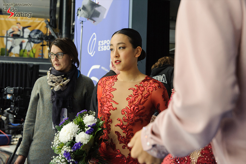 A photo like a surprise: Mao Asada and her fiery dress in the Kiss and Cry at 2016 Finlandia Trophy in Espoo