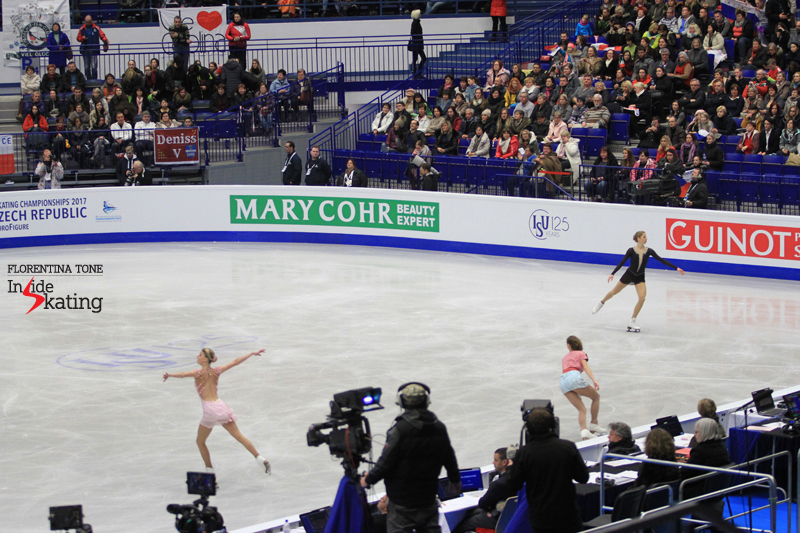 Carolina Kostner during the warm-up prior to the free skate; in the background, the banner with the heart