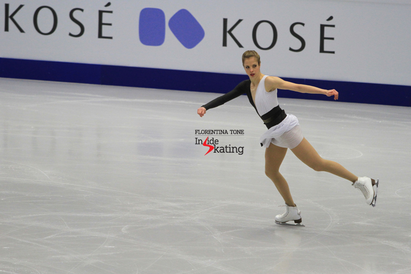 A focused Carolina getting ready for her short program in Ostrava – photo taken during the 6-minute warm-up