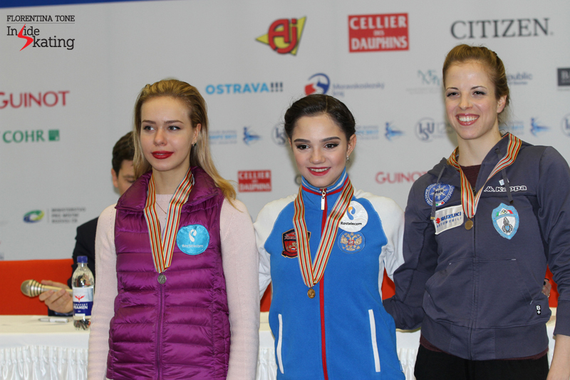 Ladies small medals ceremony after SP 2017 Europeans (2)