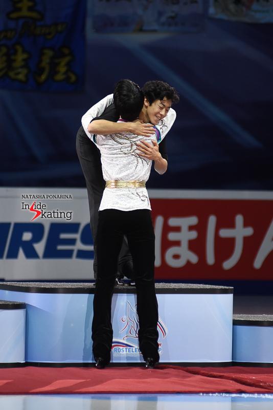 Юдзуру Ханю / Yuzuru HANYU JPN (пресса) - Страница 5 Yuzuru-Hanyu-medal-ceremony-2017-Rostelecom-Cup-2
