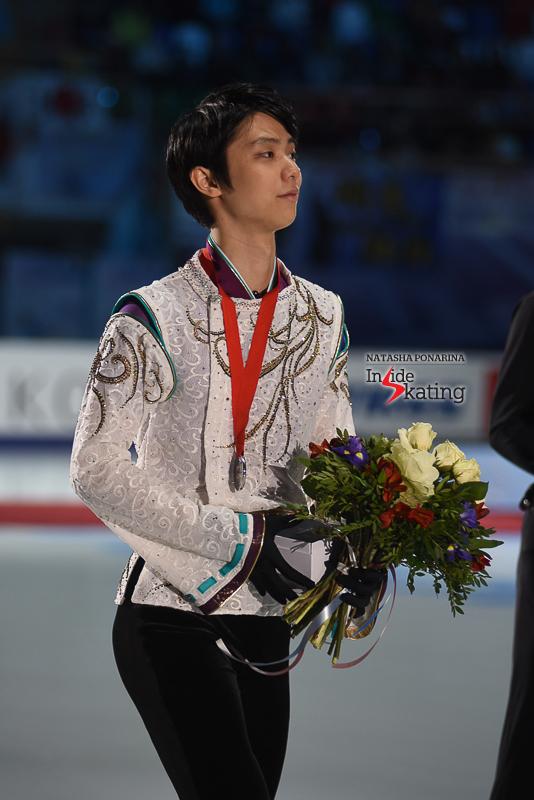 Юдзуру Ханю / Yuzuru HANYU JPN (пресса) - Страница 5 Yuzuru-Hanyu-medal-ceremony-2017-Rostelecom-Cup-6