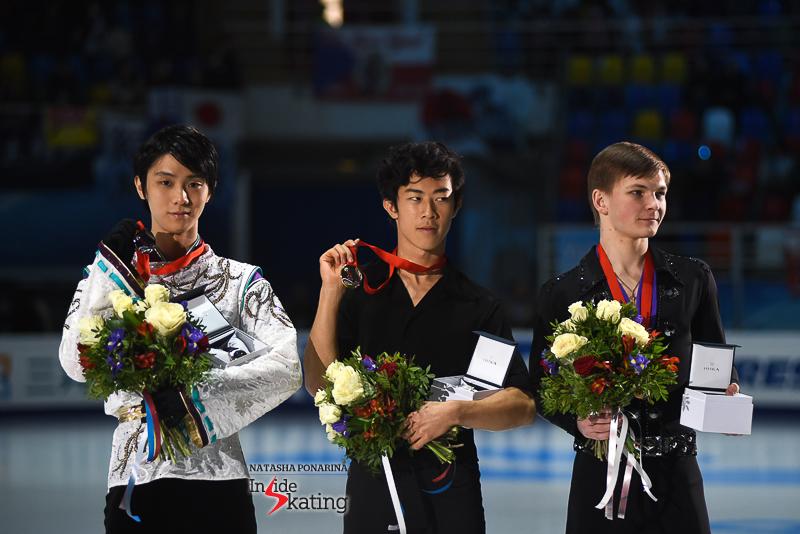 Юдзуру Ханю / Yuzuru HANYU JPN (пресса) - Страница 5 Yuzuru-Hanyu-medal-ceremony-2017-Rostelecom-Cup-8